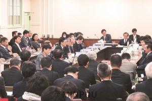 今井会長(維新)が職権で招集して開催を強行した第18回法定協=11日、府庁内