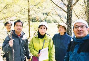 南アルプスを視察する、たつみ議員ら=2015年10月15日、静岡市葵区内