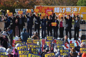 1万2千人が参加した「おおさか総がかり集会」。安倍9条改憲に反対する市民と野党の共闘が大きく広がっています=2018年11月3日、大阪市北区内