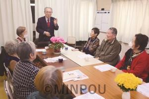 日本共産党梅香支部の「つどい」で訴える、せと一正大阪市議団長=2日、大阪市此花区内