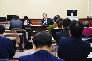日本共産党大阪府議団が開いた懇談会=2月21日、府庁内