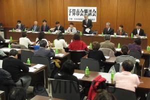 日本共産党大阪市議団が開いた懇談会=2月20日、大阪市役所内