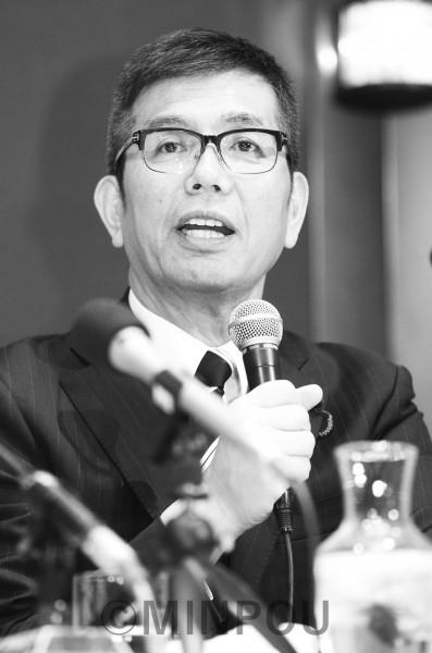 立候補表明で決意を語る宮本たけし衆院議員=3月31日、大阪市北区内