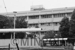 閉鎖された市民病院=21日、大阪市住之江区内