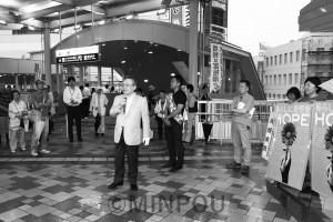 小林節慶応大名誉教授、石川康宏神戸女学院大学教授も駆け付けて応援演説=18日、高槻市内