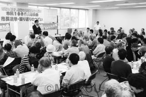 1000人委員会が開いた堺市長選を振り返る集会。あいさつしているのは候補者としてたたかった、野村友昭氏=6月23日、堺市堺区内