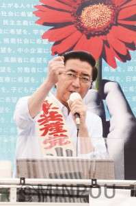 参院選で比例での日本共産党の躍進、大阪選挙区でのたつみコータロー議員の再選を必ずと訴える山下よしき副委員長=6月30日、堺市堺区内