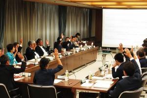 カジノ誘致へ夢洲の用途地域を「工業・準工業地域」から「商業地域」に変更する議案などが可決された大阪市都計審=9日、大阪市役所内