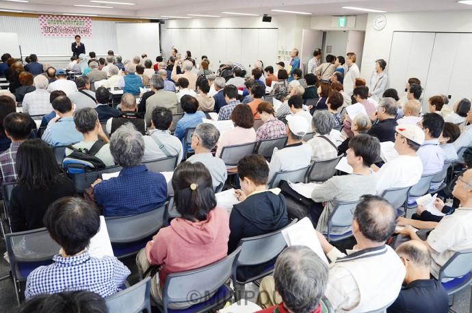 市民1000人委員会の第1回「市政チェック学習会」の会場は参加者であふれました=14日、堺市北区内