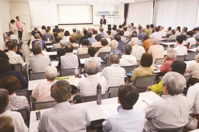 住みよい堺市をつくる会が開いた「都」構想問題の集会には、市民が詰め掛けて会場を埋めました=9月21日、堺市北区内