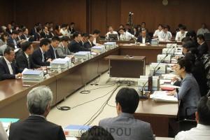 「特別区」の区割りや設置コストなどについて委員間協議を行った第27回法定協=10月24日、大阪市役所内