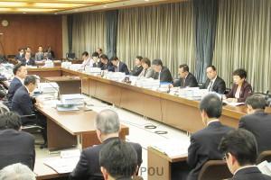 児童相談所の設置や「特別区」設置の日などについて委員間協議を行った第29回法定協=11月22日、大阪市役所内