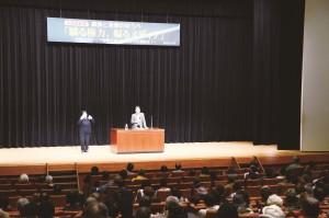 大阪革新懇の「講演と音楽の夕べ」で講演する斎藤貴男さん=6日、大阪市中央区内