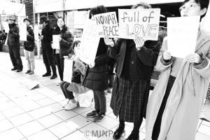 「ママの会」メンバーの呼び掛けで行われたスタンディング宣伝=13日、大阪市都島区内