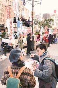 「大阪にも日本のどこにもカジノはいらない」とアピールした市民と野党の共同街宣=11日、大阪市中央区内
