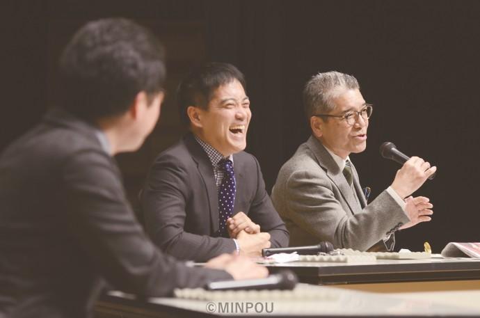 日本共産党豊中地区と後援会の「新春のつどい」で語り合う (右から)小松氏、辰巳氏、山本氏=1日、豊中市内