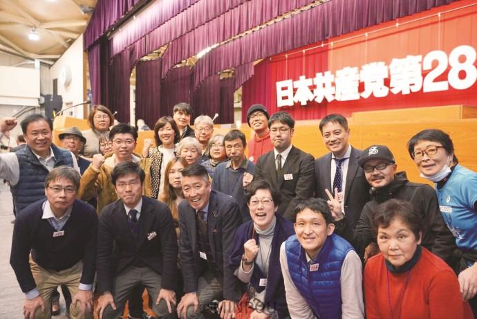 第28回日本共産党大会の会場で大阪の代議員ら=17日、静岡県熱海市内