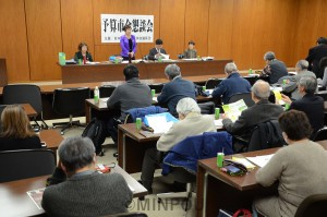 日本共産党大阪市議団が開いた懇談会=2月25日、大阪市役所内