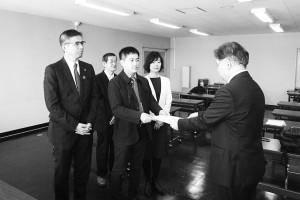大阪労働局に要請書提出し、制度拡充を求める党府委のメンバーら=3月19日、大阪市中央区内