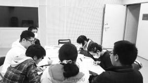 民青同盟阪南地域班が取り組んだ「くらべっこ」=3月24日、泉佐野市内
