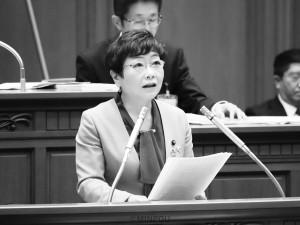 反対討論する山中氏=3月26日、大阪市議会本会議場