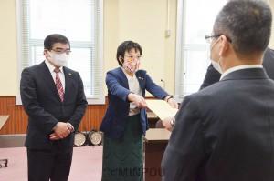 新型コロナウイルスを巡り、日本共産党府議団が府に4度目の申し入れ=4月28日、府庁内