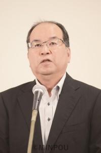 ネット中継の活動者会議で報告する柳府委員長