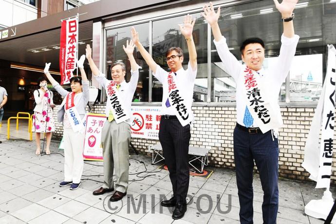 「総選挙で日本共産党の勝利を」と訴える(左から)清水、小村、穀田、宮本の各氏=21日、JR天王寺駅前