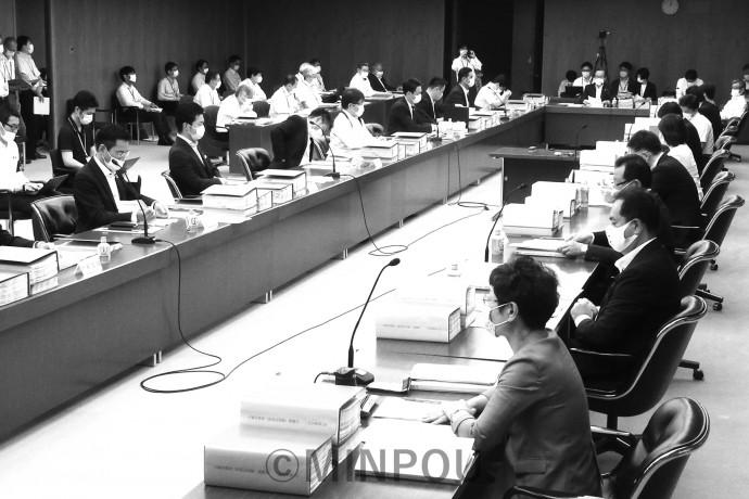 制度案への市民意見の募集結果が報告された第34回法定協=11日、大阪市役所内