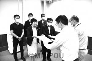 5回にわたって大阪府にコロナ対策を申し入れてきた共産党府議団(写真は第5回申し入れ)=10日、府庁内