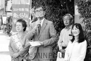 宮本岳志前衆院議員、阪口寛町議と共に訴える西田いく子(右端)、ふじい千代美(左端)の両予定候補=3日、太子町内