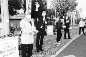 地元党支部、後援会の人たちと訴える清水衆院議員=13日、大阪市城東区内